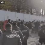 Отчего полиция не разгоняет эту несанкционированную акцию?